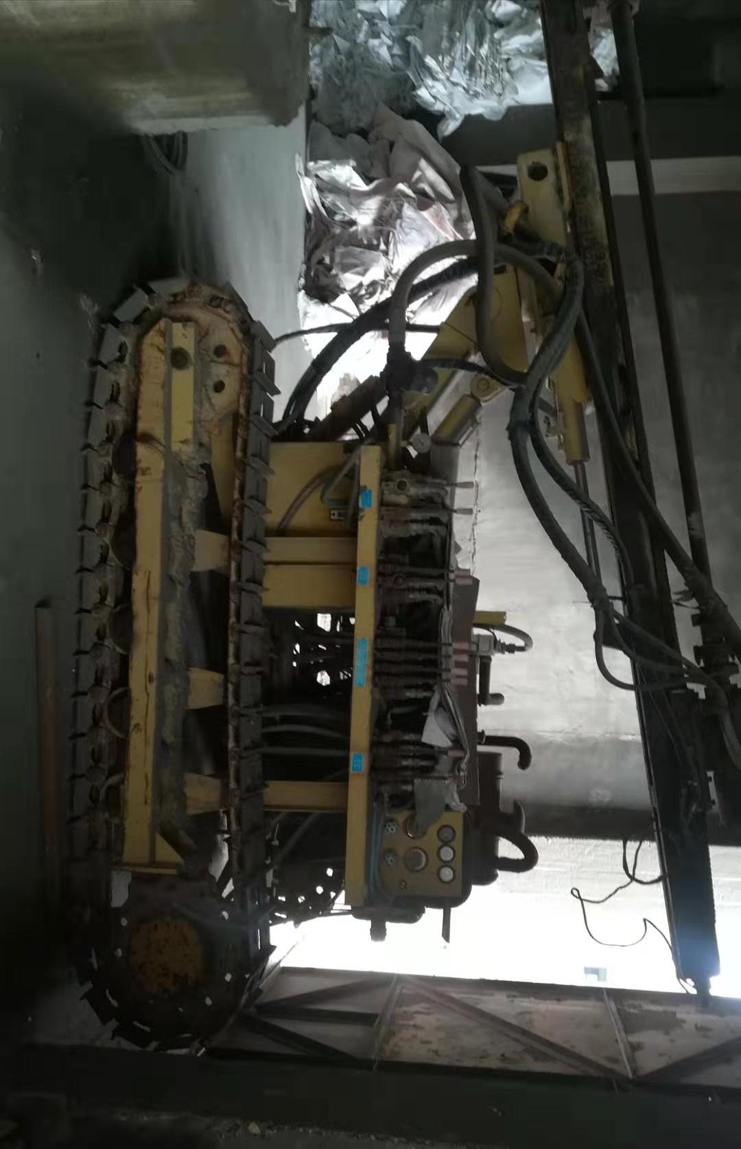 露天潜孔钻车