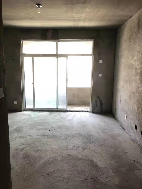 西馨苑2期1楼101平 新房地暖落地窗53.8万 按揭办证