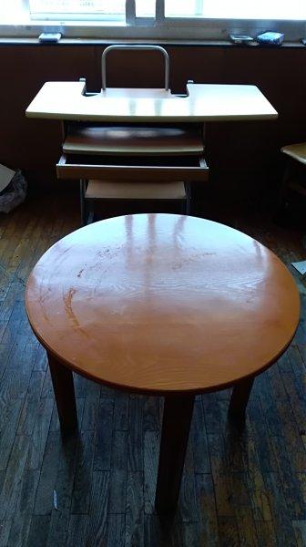 圆桌,床板