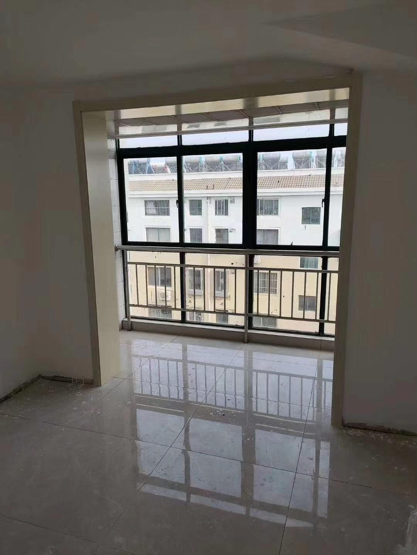 西馨苑小区 6楼 精装未住76.88平 3室双气