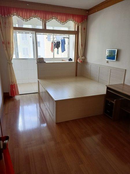 兴东小区78平 3楼 中等装修 43.8万