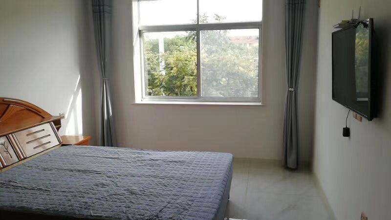 富山路繁华地段向阳二区精装三室一厅