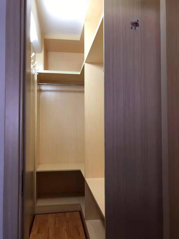富豪城小区83平 4楼 精装修 地暖 地势平坦 56.8万