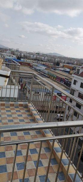 城东三区阁楼新装修实际100平 26.8万